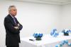 EL Cónsul Marcelo Balbi  saluda  a los chicos argentinos que harán su Promesa